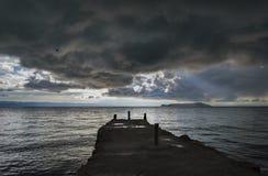 Schlechtes Wetter über dem Yumani-Dock bei Titicaca-See Stockfotos