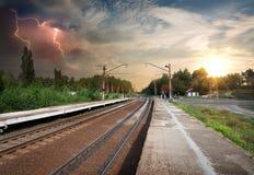 Schlechtes Wetter über Eisenbahn Lizenzfreies Stockbild