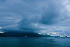 Schlechtes Wetter auf der Gebirgsinsel Stockfotos