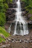 Schleier-Wasserfall in Zillertal, Österreich. Lizenzfreies Stockbild