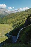 Schleierfall kaskad i Tux Tyrol arkivbilder
