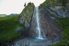 Schleierfall kaskad i Tux Tyrol arkivfoton