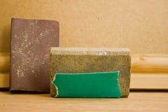 Schleifklotz und Sandpapier Lizenzfreies Stockfoto
