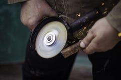 Schleifmaschine in der Hand Stockfotos