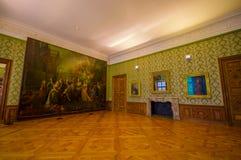 Schleissheim,德国- 2015年7月30日:在宫殿大厦里面的大室与在墙壁,木地板,绿色墙壁上的大绘画和 免版税库存照片