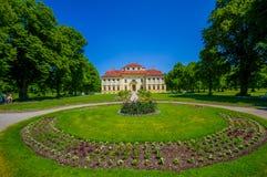 Schleissheim,德国- 2015年7月30日:Lustheim宫殿大厦,位于Schleissheim的另一边从事园艺 库存图片