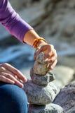 Schleppangel - Pyramide von Steinen Stockfotos