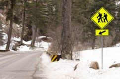 Schleppen Sie das Wandern dieser Weise unterzeichnen herein die Berge Stockbild