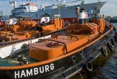 Schlepper ciągnikowa łódź w Hamburskim schronieniu zdjęcia stock