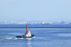 Schlepper im Hafen von Dalian, China Stockbilder