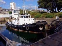 Schlepperboot auf Bereitschaft Stockfoto