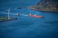 Schlepperboot, das Lastkahn drückt Lizenzfreies Stockbild