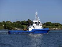 Schlepperboot in den Operationen Lizenzfreies Stockfoto