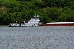 Schlepperboot und Kornlastkahn Lizenzfreie Stockbilder