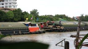 Schlepperboots- und -lastkahnFrachtschiff stock video footage