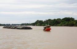 Schlepperbootstransport Stockbilder