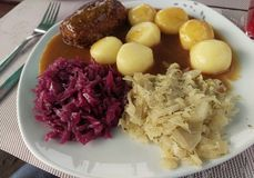 Schlesien roulade mit kloß. Roulade with dumplings and red and white cabbage stock images