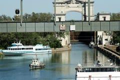 Schleusentoren und Brücke Lizenzfreie Stockbilder