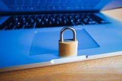 Schließen Sie als Symbol für Privatleben-und allgemeine Daten-Schutz-Regelung zu Stockfoto