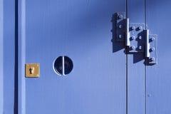 Schließen Sie auf blaue Metalltür zu Lizenzfreie Stockfotos