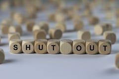 Schließen Sie aus- Würfel mit Buchstaben, Zeichen mit hölzernen Würfeln Stockfoto