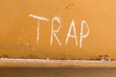 Schließen Sie Handschrift mit Kreide auf orange Metallhintergrund ein Stockfotografie