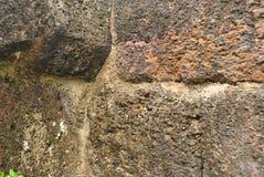 Schließen Sie herauf alte Steinwand bei Surin, Thailand Stockfotos