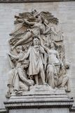 Schließen Sie herauf Ansicht der Skulpturen auf Arc de Triomphe in Paris, stockfotos