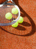Schließen Sie herauf Ansicht des Tennisschlägers und -kugeln Lizenzfreies Stockfoto