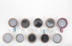 Schließen Sie herauf Ansicht von verschiedenen Tasse Kaffees auf weißen Hintergrund wi Lizenzfreie Stockfotos
