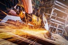 Schließen Sie herauf Arbeitskraftausschnittmetall stockfotografie