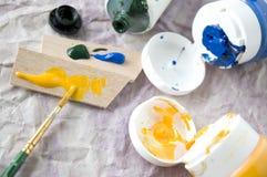 Schließen Sie herauf Bürste mit Farbe Lizenzfreie Stockfotografie