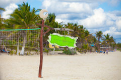 Schließen Sie herauf Basketballnetz am leeren tropischen Lizenzfreies Stockbild