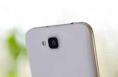 Schließen Sie herauf Bild der Kamera des weißen intelligenten Telefons Lizenzfreies Stockfoto
