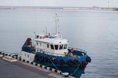schließen Sie herauf Bild des Schleppseilbootes im Seehafen Lizenzfreie Stockbilder
