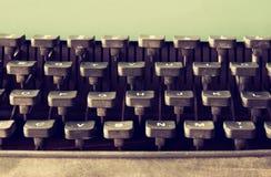 Schließen Sie herauf Bild von Schreibmaschinenschlüsseln Weinlese gefiltert Selektiver Fokus Lizenzfreie Stockbilder