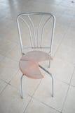 Schließen Sie herauf defekten Stuhl Stockfoto