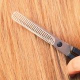 Schließen Sie herauf Detail Spezielle Scheren, die Haar schneiden Lizenzfreie Stockfotos
