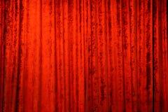 Schließen Sie herauf Detail von roten Theatervorhängen stockbild