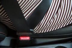 Schließen Sie herauf Druckknopf von befestigen SicherheitsSicherheitsgurt im Auto Bild für Hintergrund Lizenzfreie Stockfotos