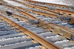 Schließen Sie herauf eine Schiene und eine Bahnquergleichheit Lizenzfreies Stockbild