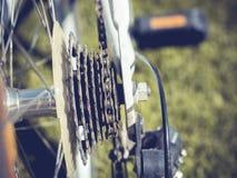 Schließen Sie herauf Fahrrad-Teil mit Kassetten-Gang und Rad Stockfotos