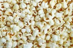 Schließen Sie herauf Foto des gesalzenen Popcorns lizenzfreie stockbilder