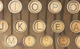 Schließen Sie herauf Foto von antiken Schreibmaschinenschlüsseln Stockfoto
