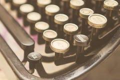 Schließen Sie herauf Foto von antiken Schreibmaschinenschlüsseln Stockbild