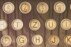 Schließen Sie herauf Foto von antiken Schreibmaschinenschlüsseln Lizenzfreie Stockbilder