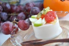 Schließen Sie herauf fruchtigen Sojabohnenöl-Pudding Stockfoto