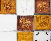 Schließen Sie herauf Gesicht des thailändischen Nachtischs mit Kokosmilch im Aluminiumkasten Stockbilder