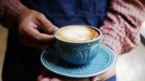 Schließen Sie herauf heißen Kaffee in der Schale lizenzfreie stockfotos