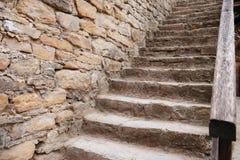 Schließen Sie herauf Hintergrund der alten mittelalterlichen Steintreppe Lizenzfreie Stockfotos